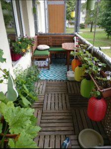 Balkon für Mensch und Katze eingerichtet